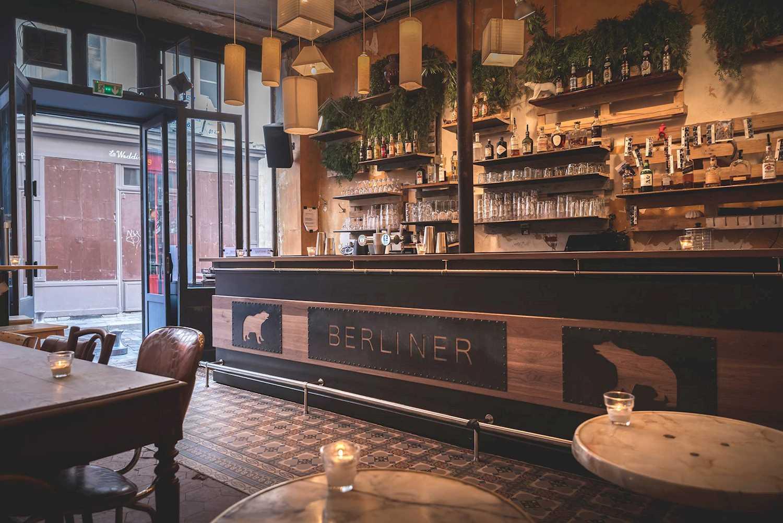 fais de nouvelles rencontres au le berliner wunderbar bar paris jumpin paris. Black Bedroom Furniture Sets. Home Design Ideas